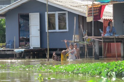 Thailand - Locals living in their waterfront houses